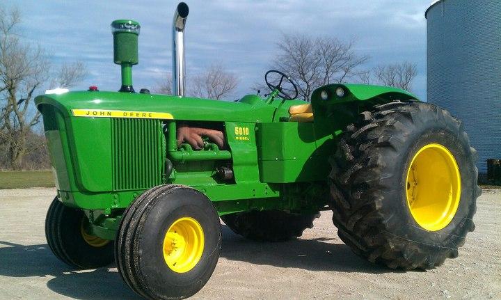 1965 John Deere 5010 (2013-04-16) - Tractor Shed
