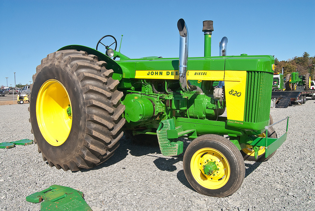 John Deere 820 Diesel twin stack pulling tractor | At the ...