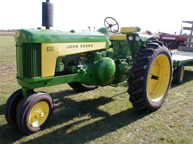 Restored John Deere 630 gas tractor with flat top fenders ...