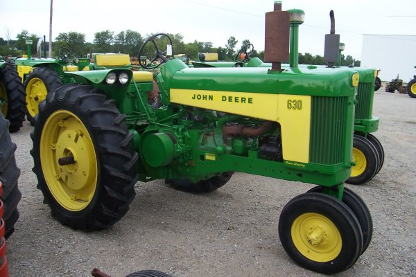 5920: John Deere 630 Tractor #6309236 : Lot 5920