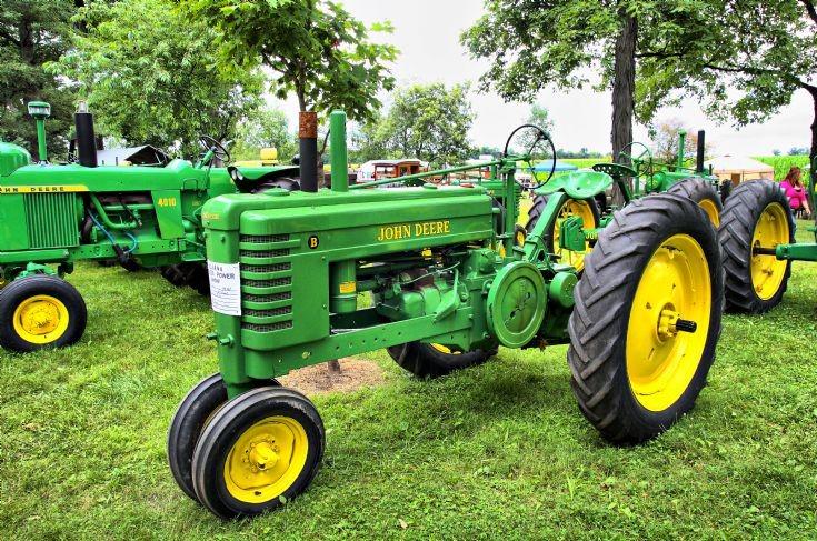 Tractor Photos - 1941 John Deere B