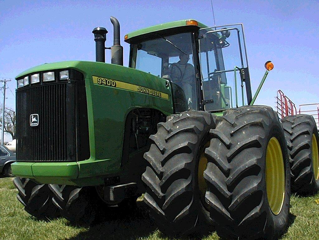 John Deere Tractors. MotoBurg