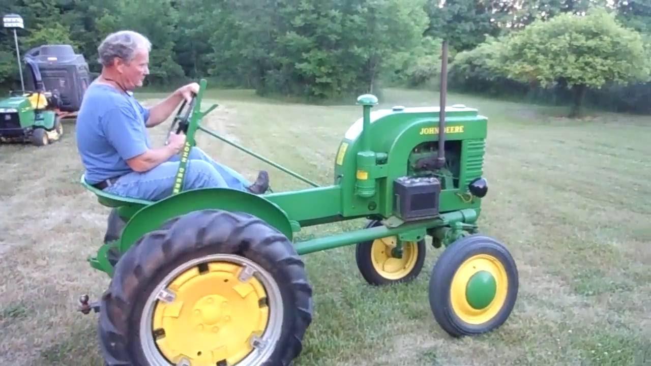 John Deere LA Tractor - YouTube