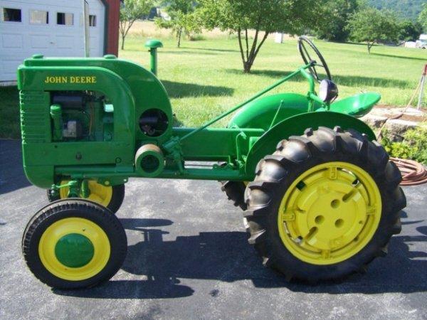 3101: 1944 Restored John Deere LA Antique Tractor : Lot 3101