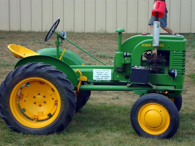 1944 John Deere LA Tractor.   Flickr - Photo Sharing!