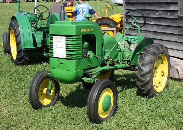 1942 John Deere LA tractor   Flickr - Photo Sharing!