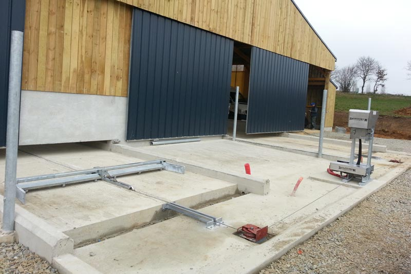 Rope Scraper System - Dairypower Equipment