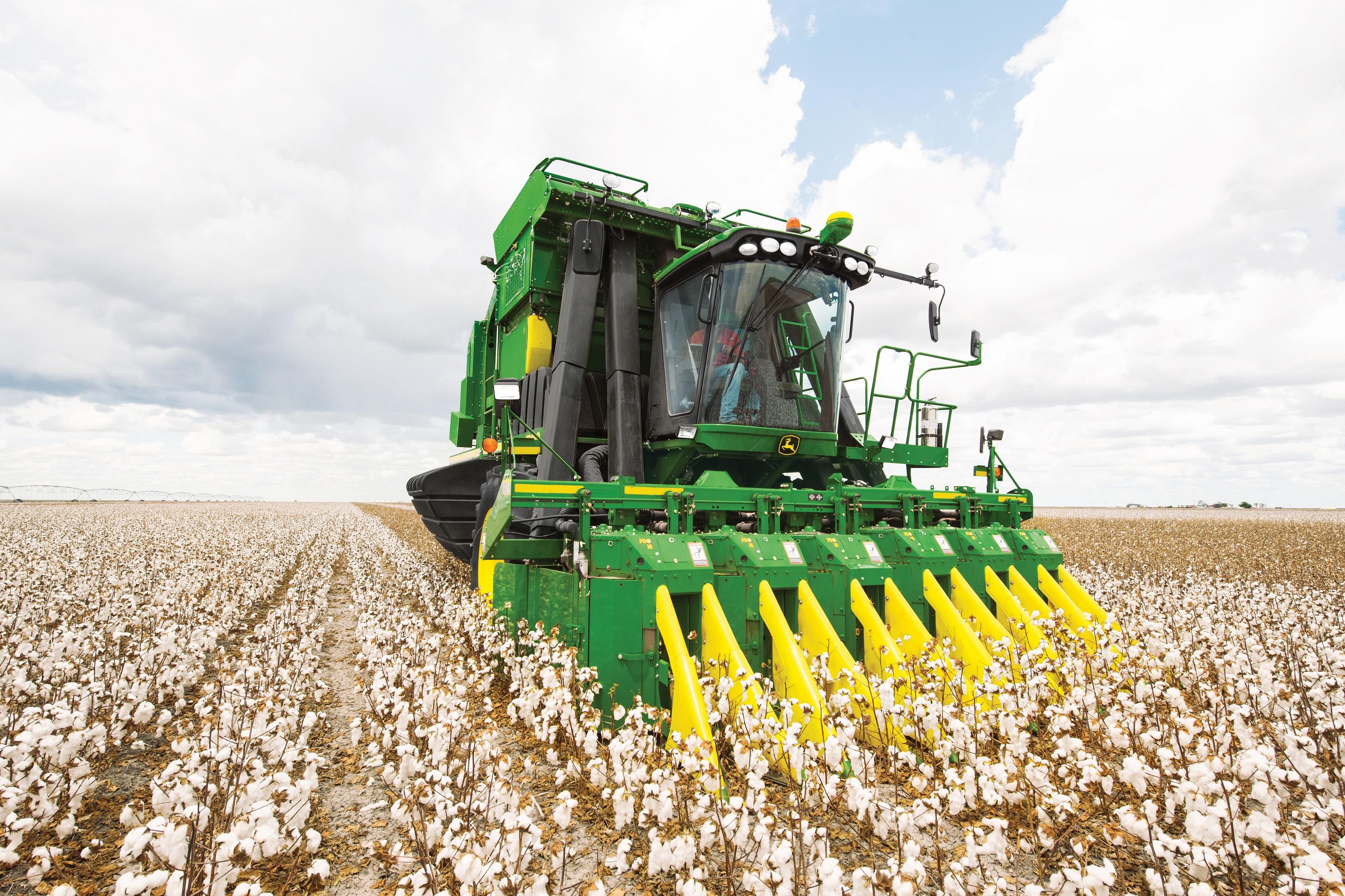 John Deere CP690 Cotton Picker | Lectura Press