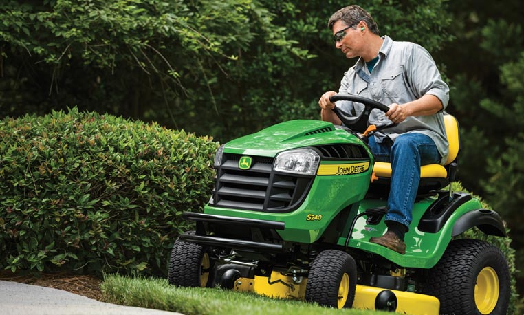 S240 Sport Series Lawn Tractor | John Deere US