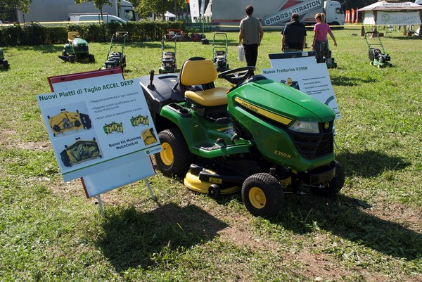 John Deere the new X300 Series