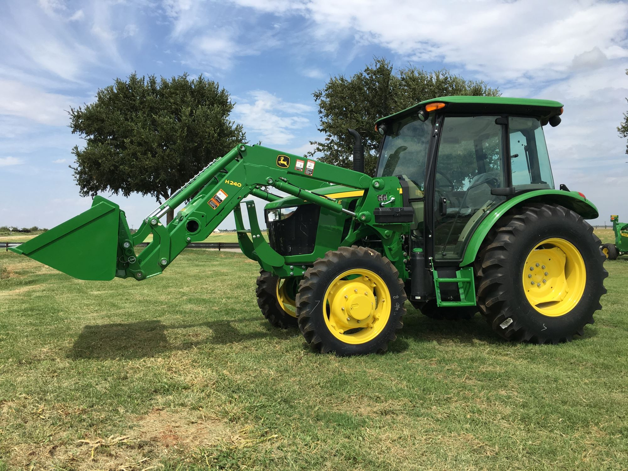 5E Series Utility Tractors - Quality Implement