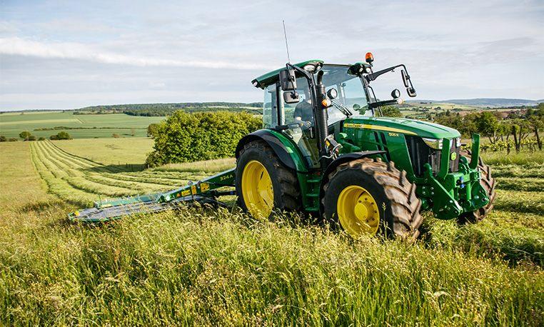 Utility Tractors | 5R Series Tractors | John Deere US