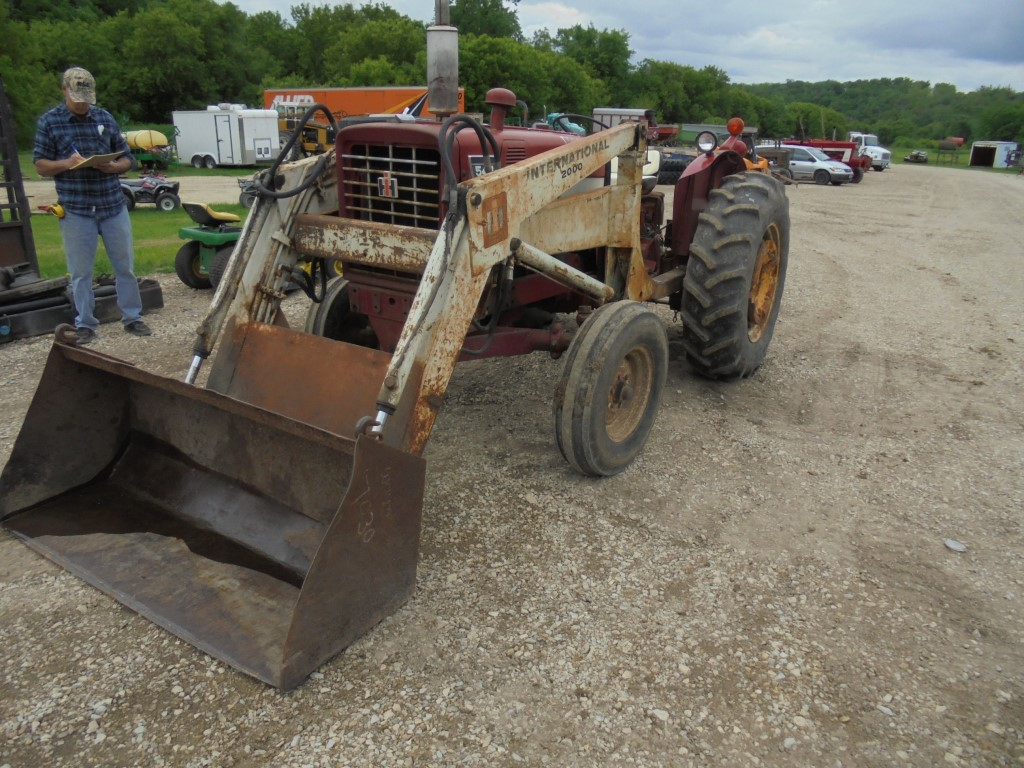 Ih 544 Utility Tractor with 2000 Loader 4321 Hr