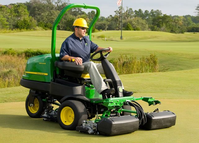 John Deere 2500B Petrol Riding Greens Mowers