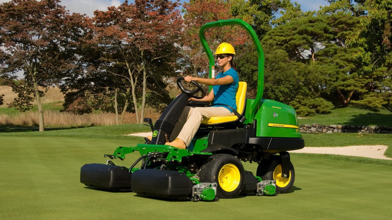 Riding Greens Mowers | 2500E E-Cut™ Hybrid Gas | John Deere US