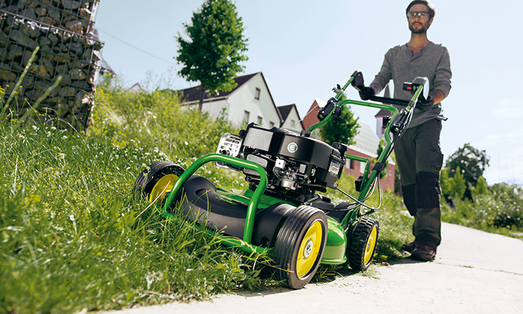 Commercial Walk Behind Mowers | Commercial Mowing | John Deere GB