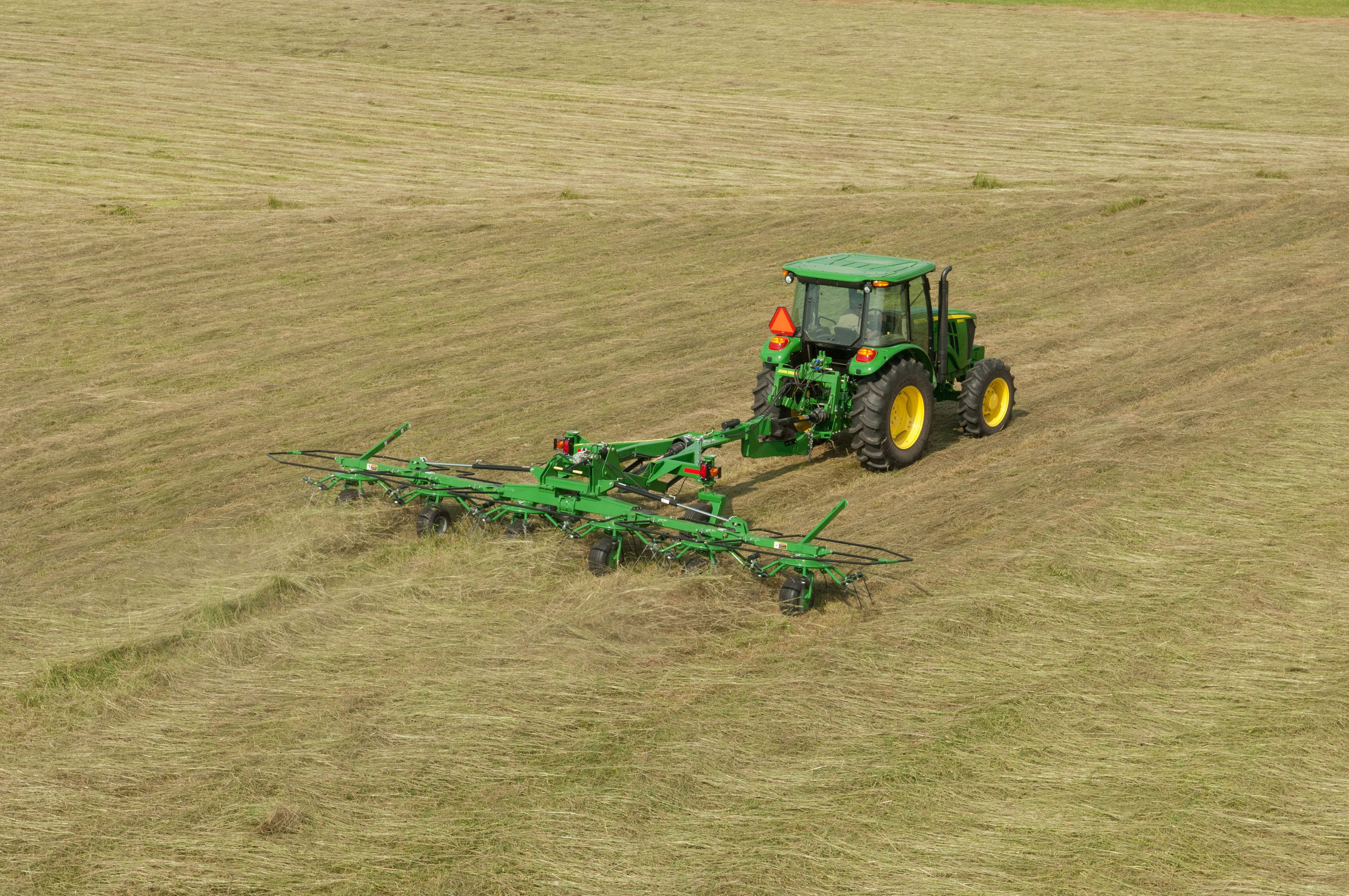 Combining Quality and Quantity with John Deere's New Hay ...