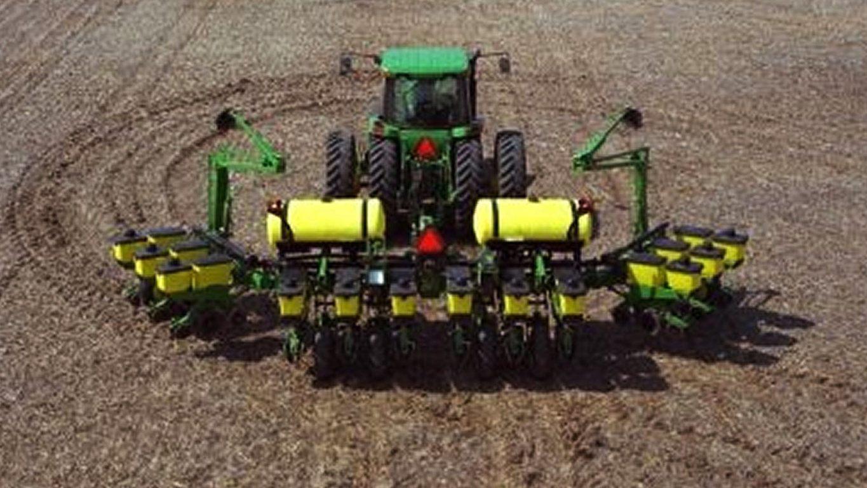 1765NT Drawn Planter - New Planters - Valley Ag & Turf LLC