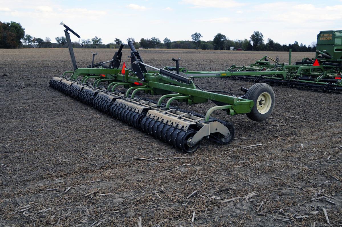 Rolling Harrow® 1645D - Unverferth Seedbed Tillage