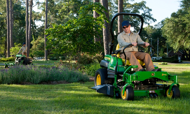 5 Factors to Consider When Buying Commercial Mowing Equipment