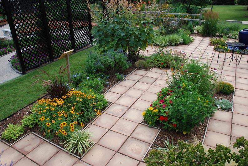 Patio Garden Ideas | Casual Cottage