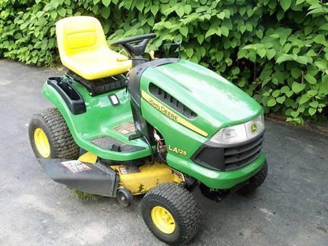 John Deere LA125 Lawn Tractor Start Up - YouTube