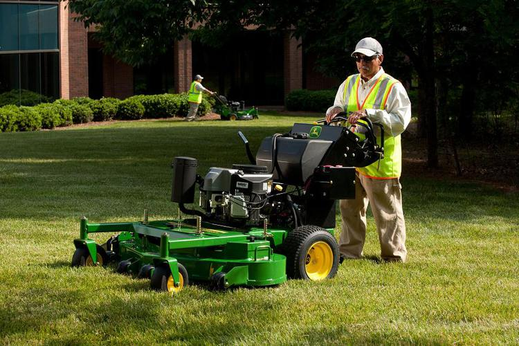 ... that need the versatility of a commercial walk-behind mower