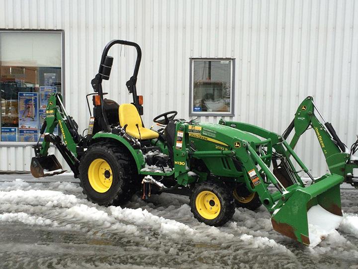 2013 John Deere 2032R Utility Tractor