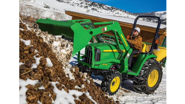John Deere 3025E Series Compact Utility Tractor | Green Industry Pros