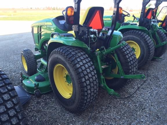 Compact Utility Tractors : John Deere 3039R