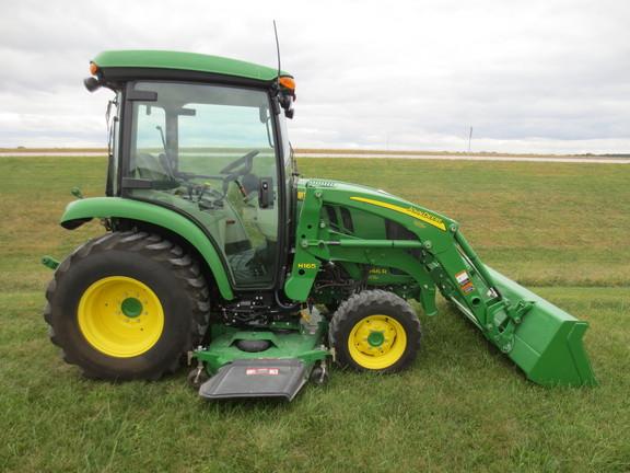 Compact Utility Tractors : John Deere 3046R