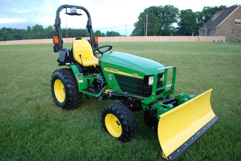 JOHN DEERE 4110 TRACTOR 4x4 ONLY 78 HRS MINT CONDITION