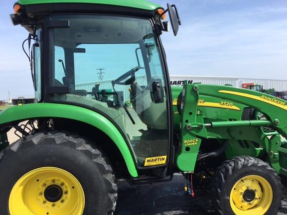 Compact Utility Tractors : John Deere 3720