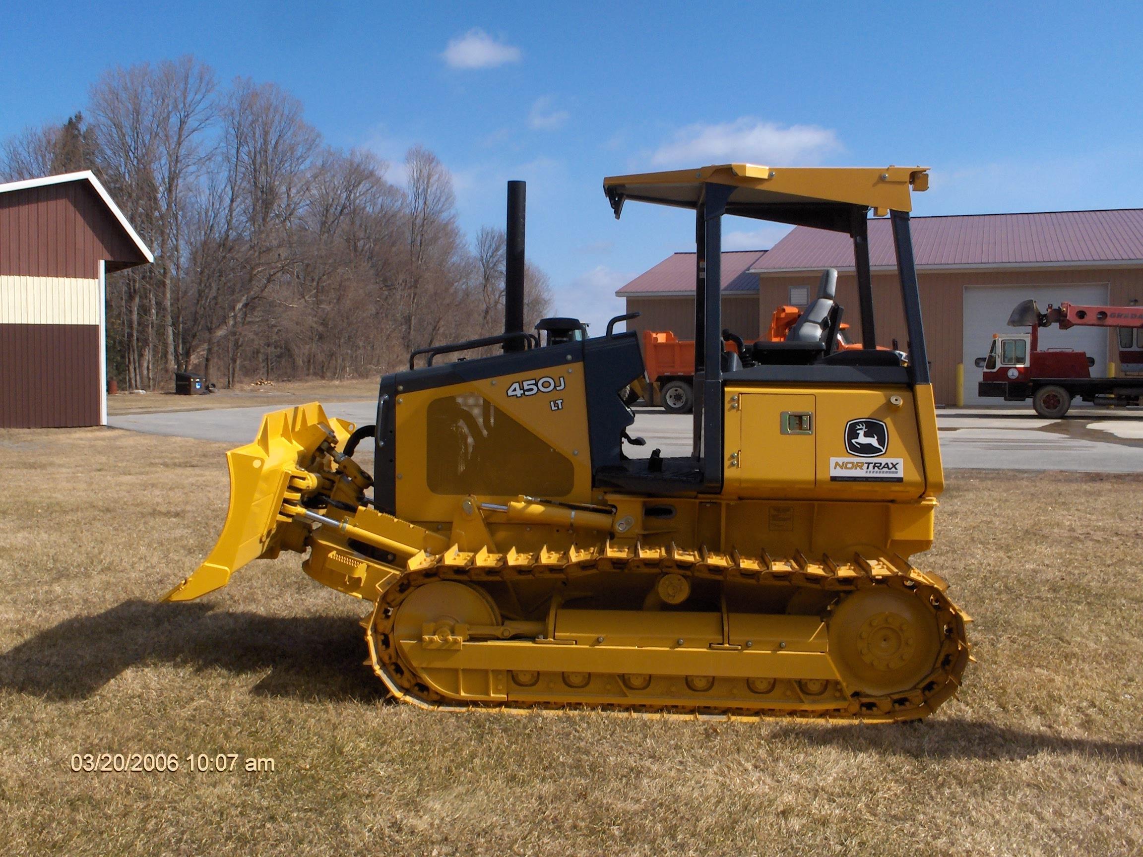 New John Deere 450 J Bulldozer