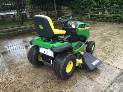 John Deere D140 Lawn Tractor John Deere D100 Series Lawn