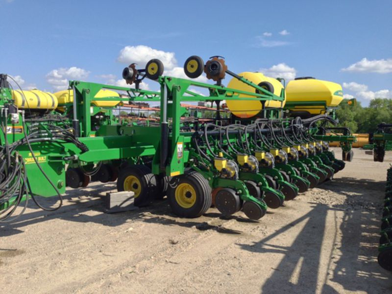 Used 2009 John Deere DB60 Planter, 24 Row with 30