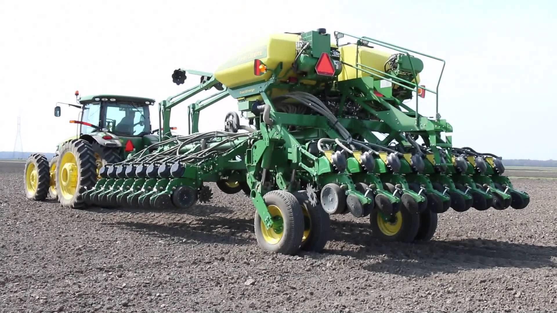 John Deere 24-row ExactEmerge planter, Purdue Agronomy | FunnyCat.TV