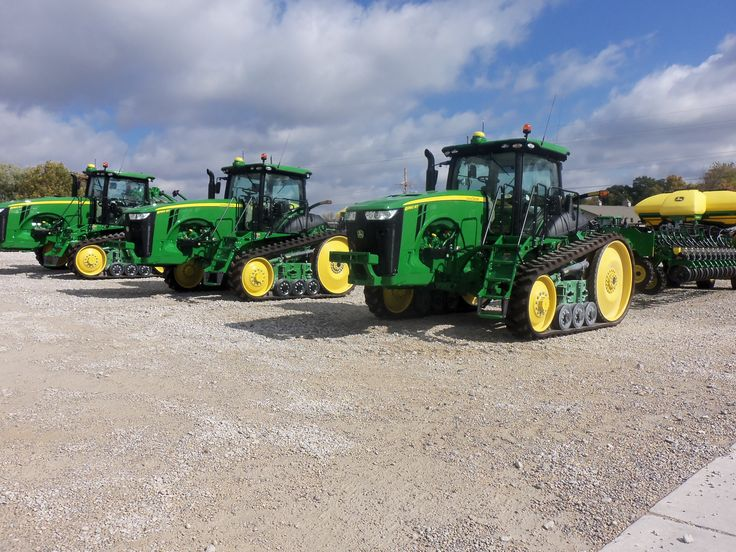 John Deere 8360RTS hooked to 30,24,30 row DB60 corn planters