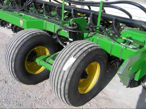 John Deere DB60 47 row Planter - YouTube