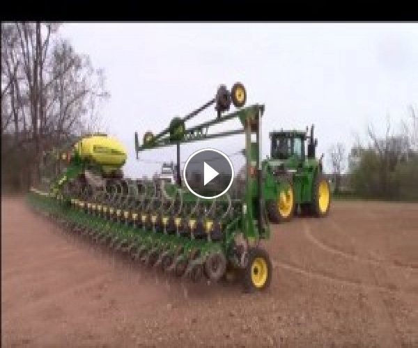 John Deere DB90 36 Row Corn Planter Folding Up