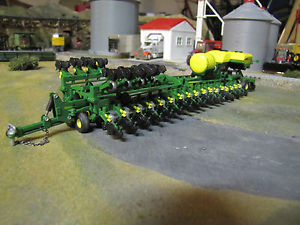 Broken-JOHN-DEERE-BAUER-2010-DB120-48-ROW-30-PLANTER-420-1-64-SPECCAST ...