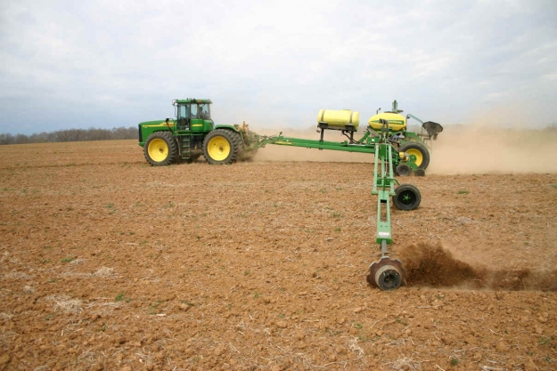 John Deere 24 row 1770NT CCS planter and a John Deere 16 row 1790 CCS ...