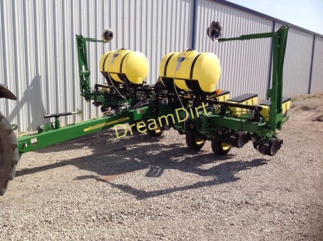 Lot # : 75 - 2013 John Deere 1760 NT 8 Row Planter