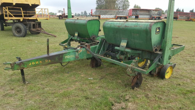 John Deere 7000 Maize Planter 3 Row Vrede • olx.co.za