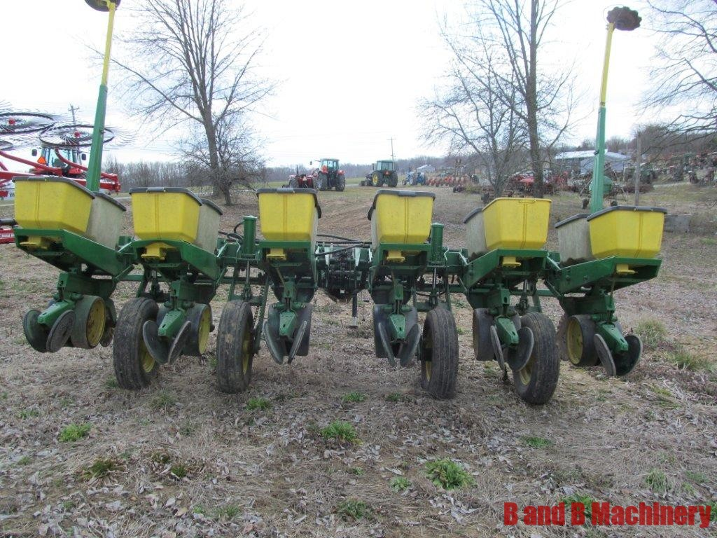 John Deere 7000 Corn Planter 6 Row No Till