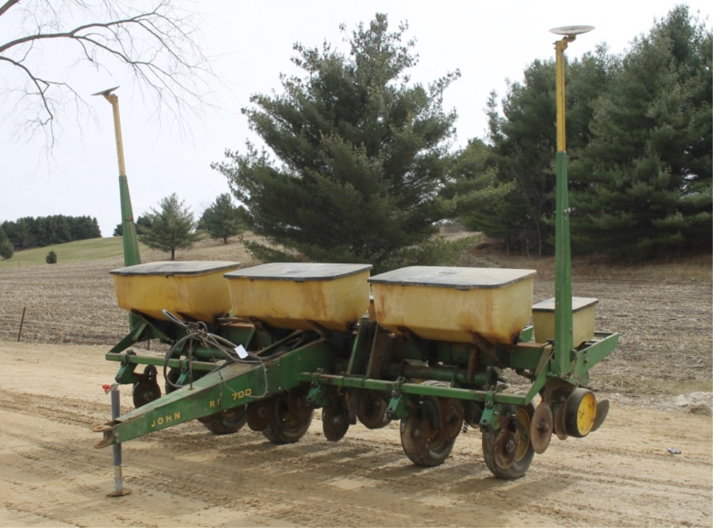 Lot # : 38 - JOHN DEERE 7000 6 ROW CORN PLANTER, 30