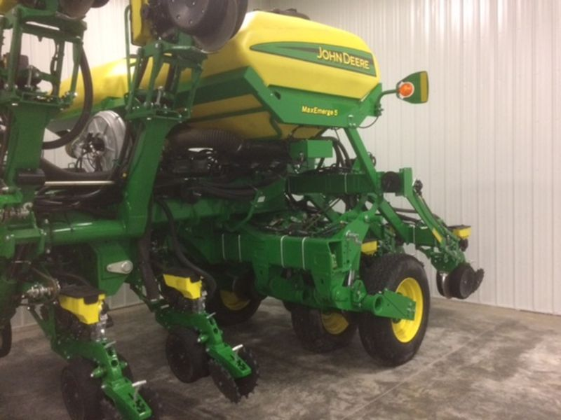 2016 John Deere 1795 Planters/Row Units for Sale | Fastline
