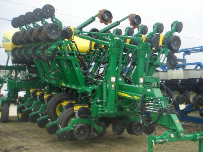 stock 244817 jd 1795 planter 32 row 15 ccs variable rate drive row ...