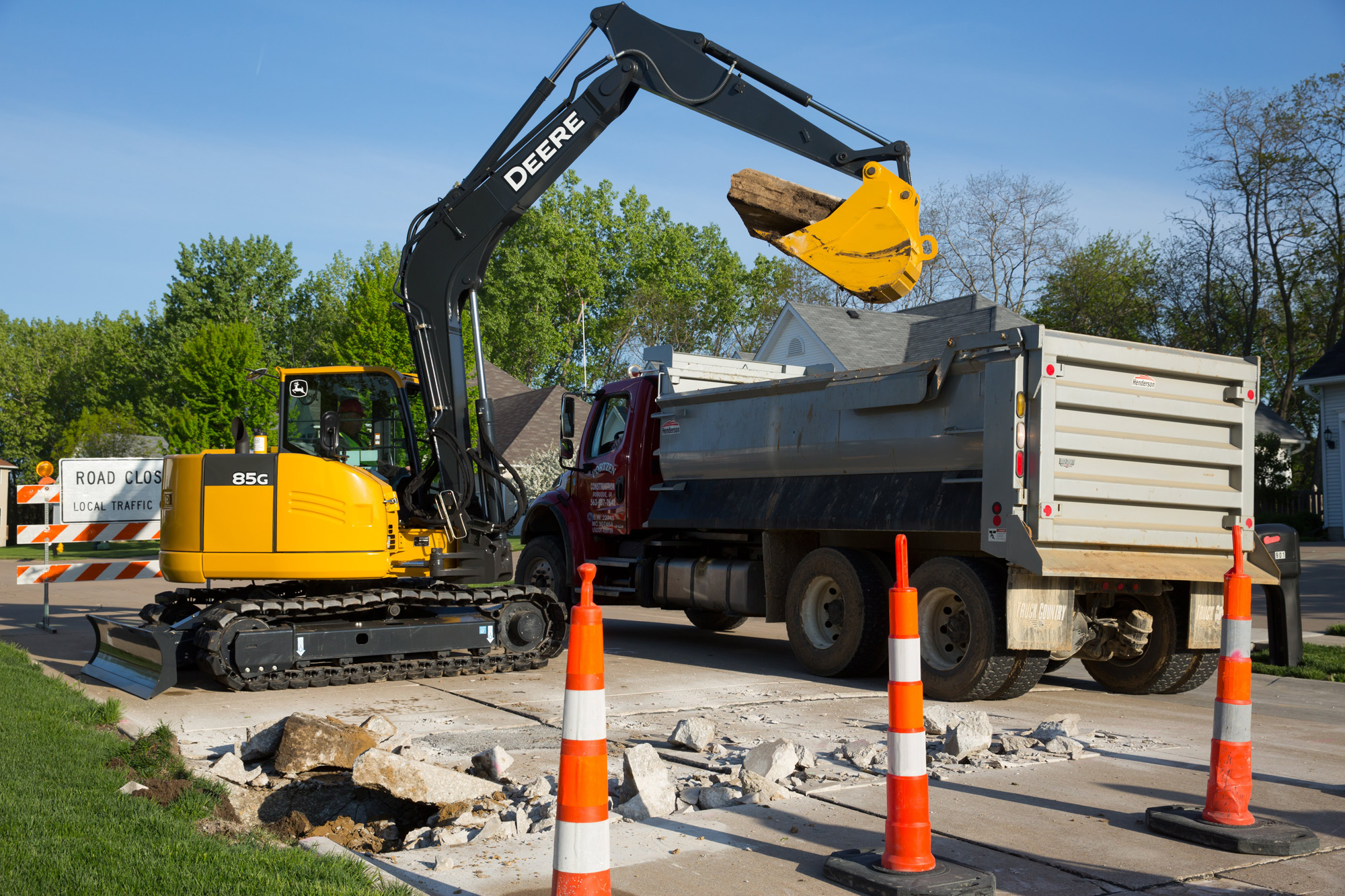 John Deere Adds Nimble 75G and 85G Reduced Tail-Swing Excavators to G ...