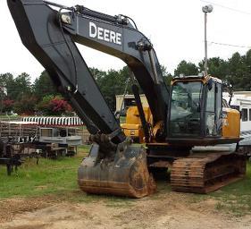2013 John Deere 250G LC Excavator.jpg